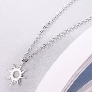 Jewelry - Good Vibes Only Silver Sunburst Necklace